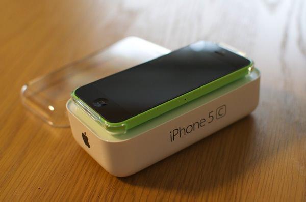 月2850円〜au iPhone5c 32Gを一括0円+1万5千円キャッシュバックで購入しましたMNP