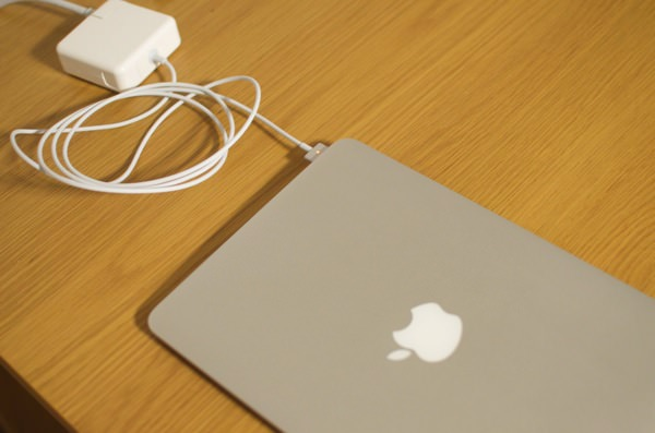 純正の半額以下で買えるMacBookAir用 Magsafe2互換ACアダプタ