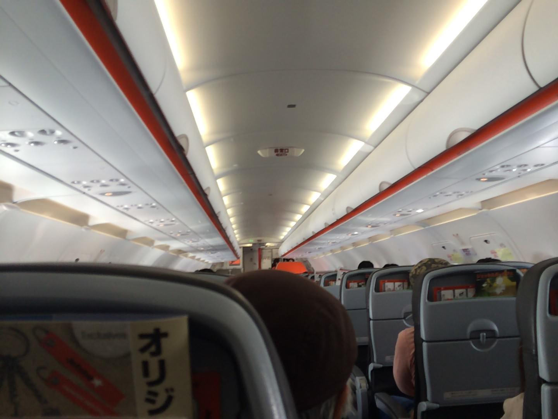飛行機で6000円台のノイズキャンセリングイヤホン使ったら騒音が消えて快適だった