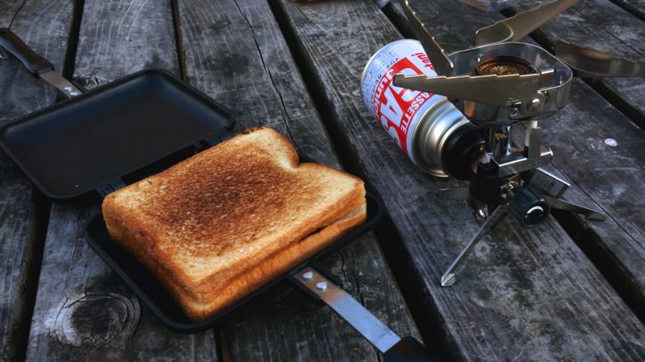 ホットサンドメーカーで作るとパンがトーストより断然美味い