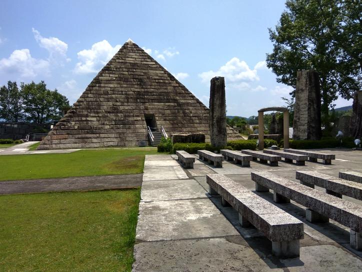 日本最大級のピラミッドがある「ストーンミュージアム博石館」に行ってきました