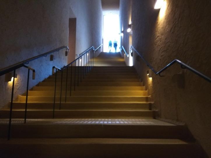 本館4Fへの階段