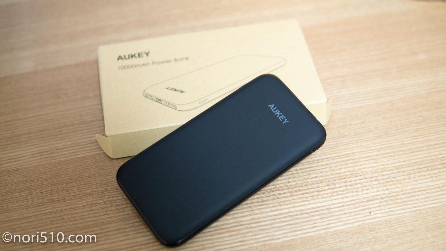 スマホサイズの薄型モバイルバッテリーAUKEY  Power Bankをチェック