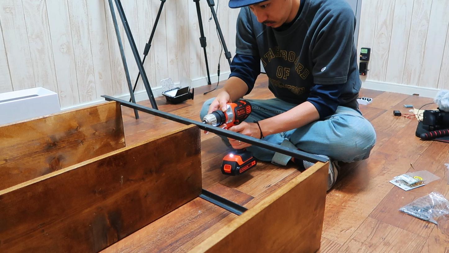 アイアンと木材の組み立て ネジで固定