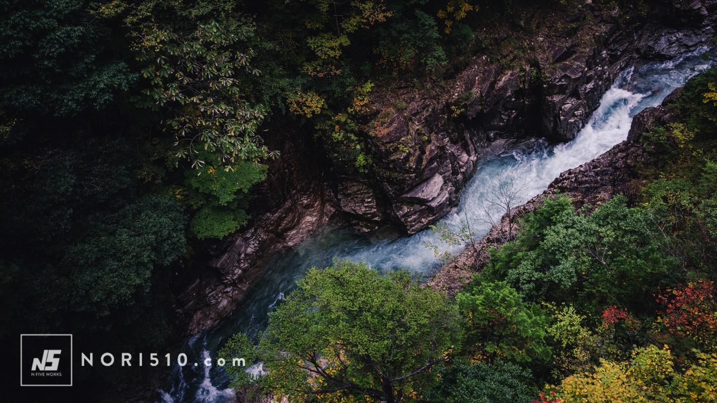 素晴らしい表情の渓谷