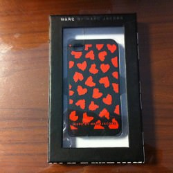 iPhone4専用シリコンケース Marc by Marc Jacobs (マークバイマークジェイコブス)レッドハートを買ったよ