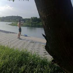 川の畔にてtakac630氏とnori510.com専属ブログタレント契約してきたよ