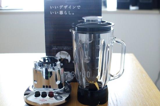 スムージーを自宅で作る為にジュースミキサー『TESCOM TM8100』を購入!