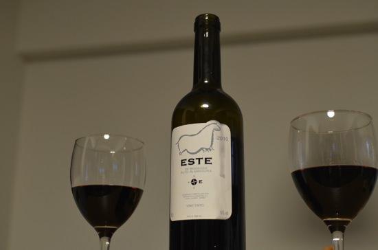 1,000円なのにファーストクラスで振舞われるワイン「ESTE」が安くて美味い
