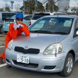 黄ばんだ車のヘッドライトをピカピカにオカモト(CARALL)「 ヘッドライトくすみ取り透明度保護COATプラス」
