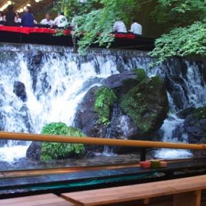 避暑サイコー京都貴船の川床料理「ひろ文」の流しそうめんを食べてきた