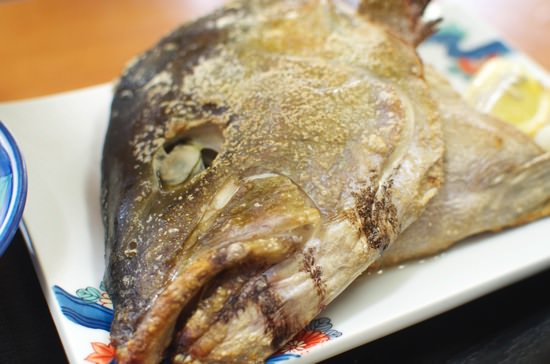 でかい魚の頭にビックリ能古島 魚料理お食事処「のこ磯」