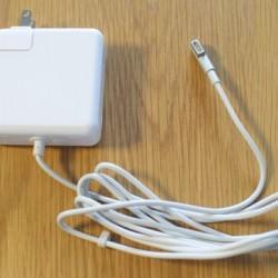 MacBook Air用に2,580円の60W アップルMagSafe互換電源アダプタを購入しました