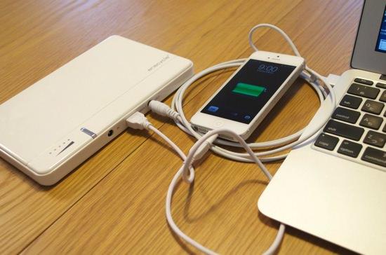 MacBookAirを充電できるモバイルバッテリー「enecycle EN10 24000mAh」
